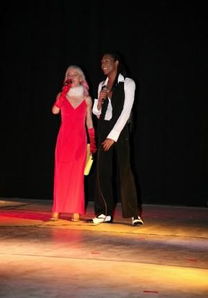 Mary con Leonardo sul palcoscenico